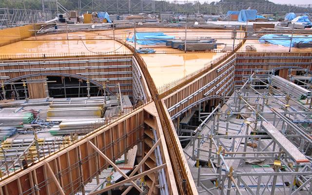 施工中のアーチの上部