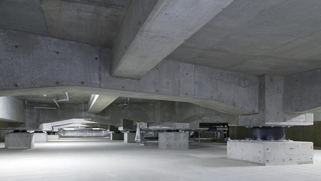 地下の免震層